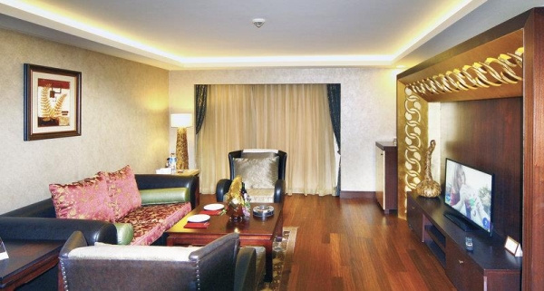 Royal Dragon Hotel *****