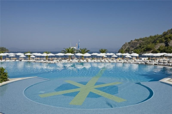 Hillside Beach Club *****